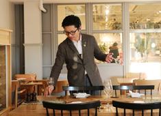 SOHOLM(スーホルム)/株式会社 アクタス 飲食事業部 求人 お客様にとって居心地の良い接客を心がけています。ソムリエも在籍、ワインもしっかり学べます。