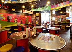 株式会社ラムラ 求人 【韓豚屋 新横浜店】 韓国の屋台街をイメージした客様の活気が溢れるお店です。