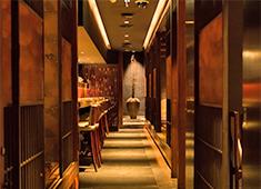 株式会社ムーブメンツ 求人 ▲高級感・清潔感溢れる店内。洗練された空間で最高のおもてなしを致します。
