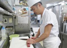小田原お堀端 万葉の湯 魚を捌ける方は特に歓迎しています!ただ必須ではなく、調理経験がある方であれば誰でも歓迎です!