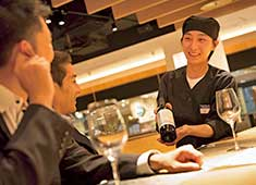 株式会社モスダイニング(株式会社 モスフードサービス100%出資) 求人 若くても、頑張り次第で料理長を目指せます!
