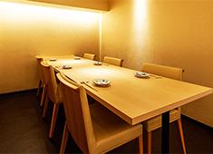日本料理 銀座 一(にのまえ) 他 求人 技術はもちろんですがフランクな会話を楽しめることも重要視しています。
