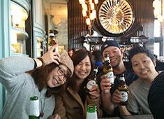 株式会社 ウェイブズ 求人 社員とアルバイト総勢80名で香港に社員旅行に行くことも。今後もスタッフが一致団結できる場を作ります。