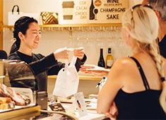 WHITE GLASS COFFEE (ホワイトグラスコーヒー)green thumb(グリーン・サム)/株式会社 ロイヤル・アーツ 求人 オープンまでの研修に関しては、杉窪氏の「365日」で行います!