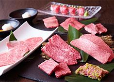 株式会社 ヒデムネ 独自ルートで仕入れる厳選された肉と新鮮なホルモン、そして韓国料理以外の創作料理も提供する「焼肉 虎」