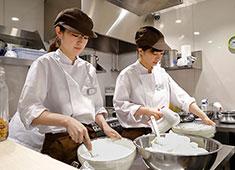 幸せのパンケーキ 求人 女性スタッフも多く、とても働きやすい会社です!