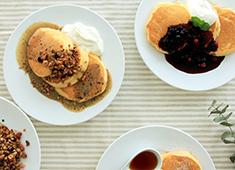 幸せのパンケーキ 求人 フルーツなど一つひとつの素材にもこだわった豊富なパンケーキを提供しています。