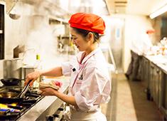 Cafe La Bohéme (カフェ ラ・ボエム)株式会社グローバルダイニング【東証二部上場】 求人 女性スタッフも多数活躍中!頑張り次第で誰もがキャリアップ可能です。