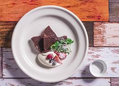 eplus LIVING ROOM CAFE&DINING/株式会社イープラス・ライブ・ワークス 求人 アフタヌーンティーやデザートも豊富に取り揃えています。