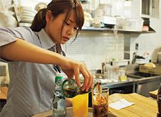 ロイヤルダイニング ▲カフェやコーヒーが好き、ワイン・お酒が好きという方も歓迎