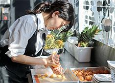 株式会社テン・スターズ・ダイニング 求人 パティシエも同時募集!製菓工房を設立し、レストランで提供するデザートを強化していきます!