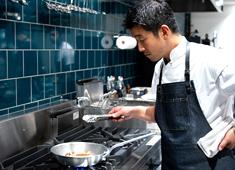 中目黒 焼鶏あきら、他/ソルト・コンソーシアム株式会社 求人 【THE BURN】N.Y三つ星レストランで経験を持つシェフによる、熟成肉の美味しさを存分に楽しめるレストラン。