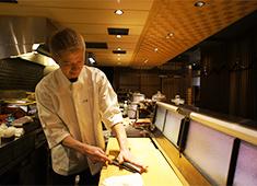 田中田 西麻布、ほか/田中田 GROUP 求人 田中田グループのお店では、料理人が活躍しています!和食の基礎から応用まで、幅広く全てが身につきます。
