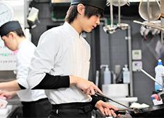 近江うし 焼肉 にくTATSU/株式会社 SEP 求人 各部屋の担当を決めて営業をしているので、そういった部分も1組を大切に働ける理由のひとつ!
