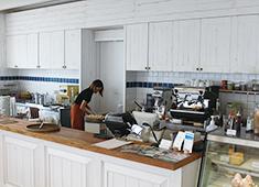 株式会社 リビエラ/シーサイドリビエラ 求人 人気の「Ron Herman Cafe」での調理をお任せ!