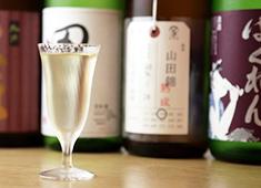 株式会社シーンメーカー 求人 「時譚(ジタン)」では日本酒が豊富!各店舗ごとに相性の良いお酒を揃えているので、お酒の勉強をしたい方にも絶好の場◎