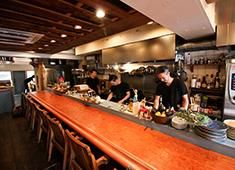 Ata's(仮称) 開業準備室 求人 ライブ感あふれるオープンキッチンが印象的な、代官山「Ata」
