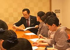 株式会社 銀座らん月 求人 「英語教室」開催時の様子です。実用的な英会話が身に付きます!