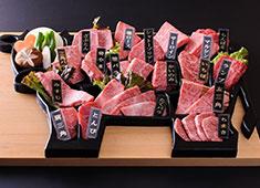 「和牛名匠 牛国屋」「焼肉 黄金の牛」/株式会社 ヒロジャパン フードサービス 求人 和牛の部位全種を牛型プレートに盛り付けた「和牛満漢全席」