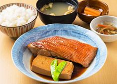 株式会社 Mevius Food Navigation/「魚がし料理 粋のや」「築地 海鮮丼 大江戸」 求人 豊洲ならではの最高の魚を使った料理を提供します。刺し身・焼き魚・煮魚、和食を基本からお教えします。