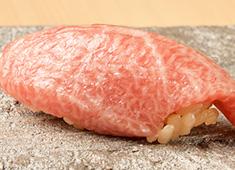 株式会社 プレジャーフーズ(江戸前鮨事業部) 求人 その日の食材を吟味し、鮨や一品料理の芸術を生み出します。
