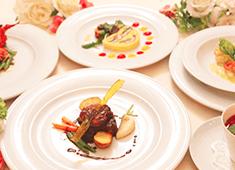 株式会社 アポルテフードファクトリー 求人 ブライダル料理の受託事業も手掛けています。新郎新婦の気持ちに寄り添い、大切な日を彩るお料理を一緒に提案しましょう!
