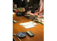 中目黒 焼鶏あきら/ソルト・コンソーシアム株式会社 求人 料理長、店長は月給37~50万円+賞与。あなたの経験を考慮し給与に反映します。
