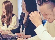 株式会社フードアーキテクトラボ 求人 ▲20~50代まで各世代のスタッフが活躍!20代女性店長で月給35万円も!それだけ当社にはチャンスが多くあります!