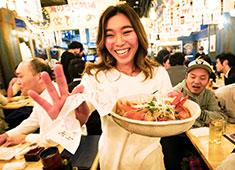 渋谷横丁OPENプロジェクト事業部/株式会社 浜倉的商店製作所 求人 笑顔でお仕事できればファッションは自由!あなたのスタイルでフロアに立っていただきます!アルバイトからの入社も歓迎!