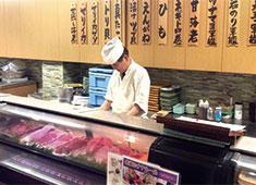 だん家※寿司部門 求人 お客様の目の前で、あなたの握った寿司を喜んで食べてもらうのは職人冥利に尽きます。