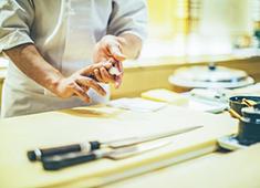 鮨・和食「ららら(仮称)」/株式会社 ザスタックコーポレーション 求人 本物の鮨・和食を楽しく、カジュアルに楽しめるお店を創ります。