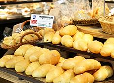 イオンベーカリー 株式会社 求人 パン食文化が進み、お客様の志向も様々。時代に合わせてた様々なパンを提供していきます。