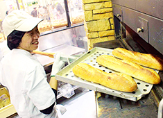 イオンベーカリー 株式会社 求人 店舗で生地から手作りする焼き立てパン。直接お客様に提供し「美味しかった!」の声を聞いてください。