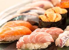 「立ち寿司横丁」/株式会社 エー・ピーカンパニー 求人 市場を介さず漁師直結の今朝ドレ鮮魚は圧倒的な鮮度を実現しています。