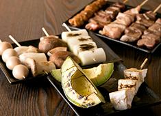 やきとん てるてる/合同会社 ブルイエ 求人 やきとんやモツ煮のほか、バル系のメニュー、一品料理も豊富