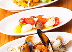 トラットリア バール ラ・メーラ 求人 海の幸、山の幸、どんな食材でも扱えるスキルを学びませんか。調理スキルの向上間違いなし!