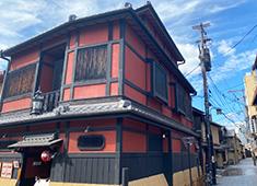 𠮷福(よしふく) 求人 京都などにも多い、弁柄色の建物。落ち着いた雰囲気の外観に仕上がる予定です。