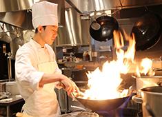 JOE'S SHANGHAI JAPAN株式会社 求人 ▲20・30代の若手が中心に活躍中! 料理長・マネージャーも30代ですので、経験が浅い方にも丁寧にお教えします♪