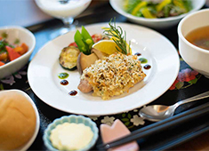 株式会社 桜十字/高級介護施設調理部門(ホスピタルメント四谷大京町) 求人 1品に真剣に、お客様の日々を彩る料理を提供しています。!