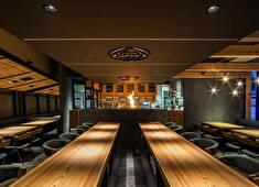 株式会社エー・ピーホールディングス(東証一部上場) 求人 寿司、和食、焼鳥、居酒屋など専門性の高いブランドを200店舗展開しています。