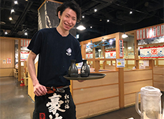 「築地食堂 源ちゃん」/株式会社 サイプレス 求人 笑顔になれる「美味しさ」を1人でも多くのお客様にお届けすることがサイプレスの使命です。