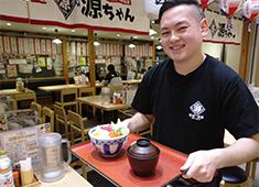 「築地食堂 源ちゃん」/株式会社 サイプレス 求人 お店は首都圏に限らず地方都市にもあり、それぞれの地域で「食の喜び」を伝えています。