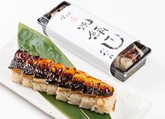 株式会社すずや 求人 ▲コロナ禍で生み出した新商品「鯖寿司」はお持ち帰りのお客様に大好評!幅広い業務への参加をお願いします。