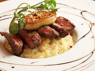 TK NIGHTCLUB restaurant(ティーケー ナイトクラブ レストラン) 求人 高級食材を取り入れた豪快な一皿も提供します。調理経験をお持ちの方を歓迎いたします。