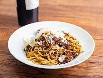TK NIGHTCLUB restaurant(ティーケー ナイトクラブ レストラン) 求人 パスタやピザなども提供予定です。洋食系の経験が活かせる環境です。