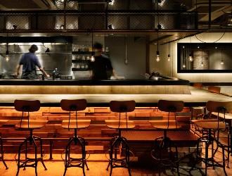 株式会社ライブクリエイト ※新店開業準備室(小料理屋RUKA、炭火焼肉ARATA…) 求人 オープンキッチンのお店ばかりなので、料理だけでなく接客も経験することができます!
