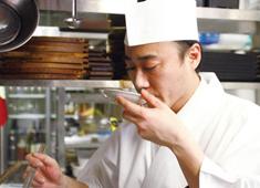 トリゼンダイニング株式会社 求人 九州の大自然で育った地鶏を使用したメニューの他、各店舗の料理人のカラーを活かした一品料理も充実!