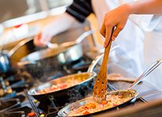株式会社リブマックス ※飲食事業部(カフェ・リゾートホテル・ホテル部門) 求人 料理・接客と、総合的に学べる環境が揃っているので、基礎から学びたいor技術向上を目指す方にも最適です!