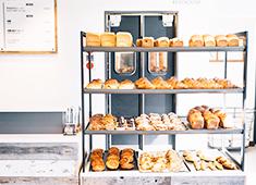 「B.C. BAKERY」「BOUL'ANGE」「Le Petit Mec」etc/株式会社 フレーバーワークス(ベイクルーズグループ) 求人 オールスクラッチ製法で作る豊富なパンに囲まれながら、充実した日々を送ることができます。