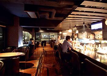 Bar Lounge 欅(けやき)
